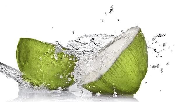 air kelapa muda hijau